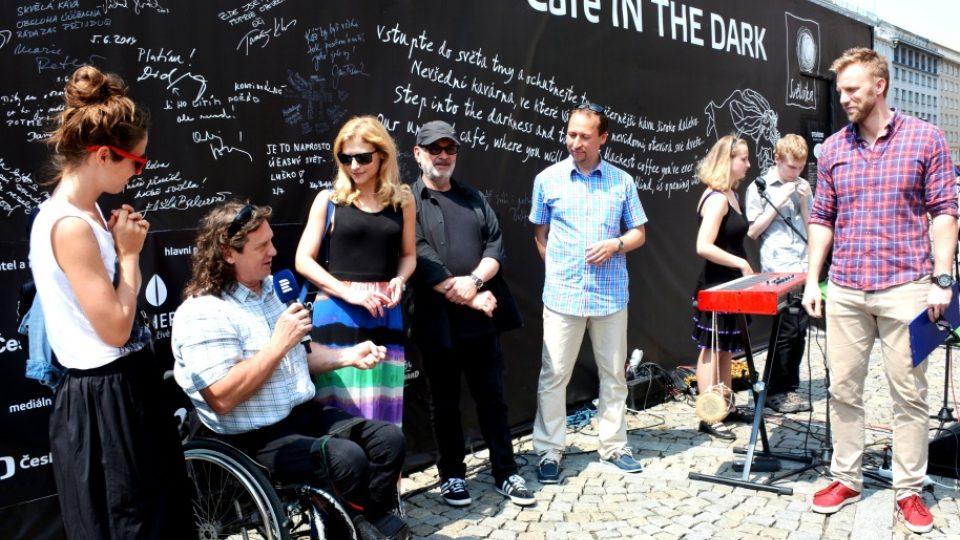 Kavárna POTMĚ slavnostně otevřela na náměstí Republiky