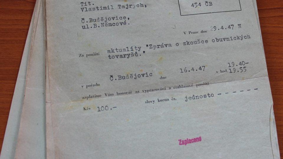 Honorářové výplatní lístky Vlastimila Tajrycha, které jeho vnuk Patrik Veselý našel na chalupě společně s páskem