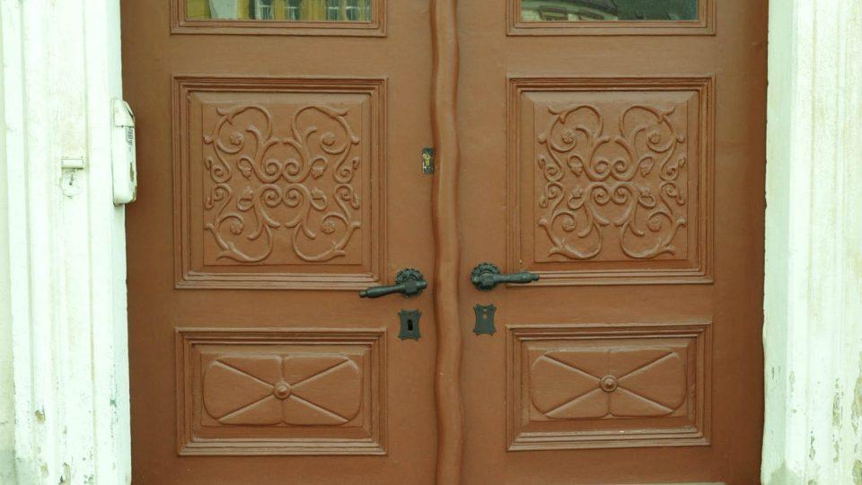 Dveře domu čp. 187 na Palackého náměstí