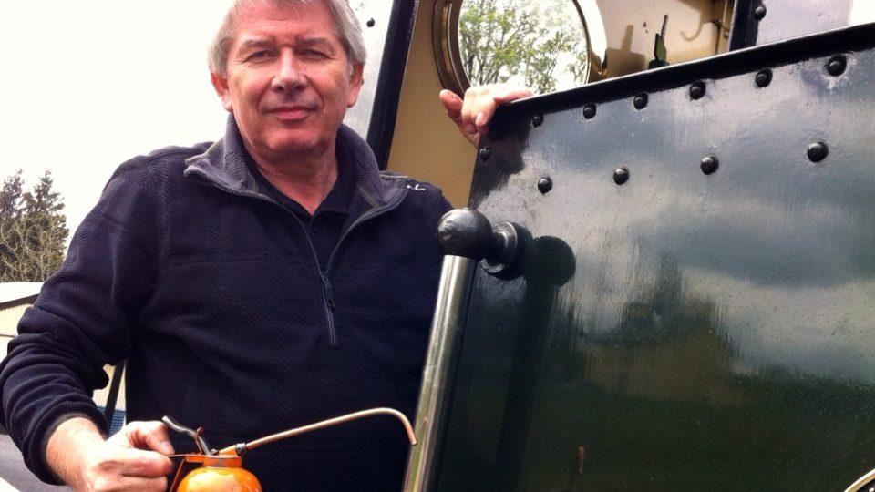 """Petr Voldán v """"Postřezích"""" z Walesu pomocníkem na historické lokomotivě"""