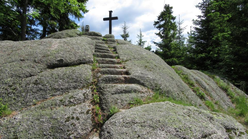 Přes sto let staré schody na vrchol Špičáku