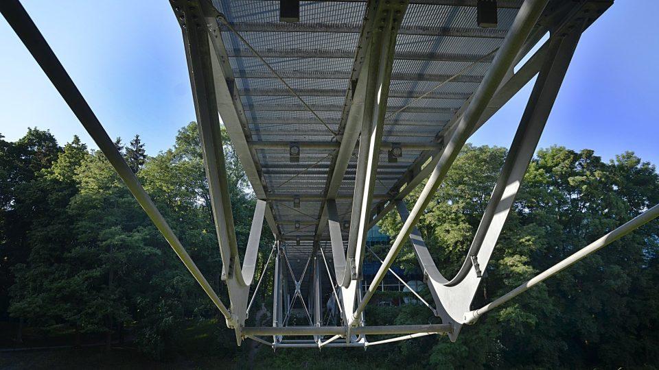 Konstrukce lávky, architekt Mirko Baum