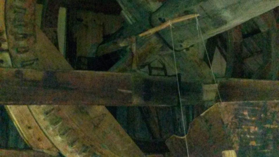 Velké kolo větrného mlýna v Cholticích