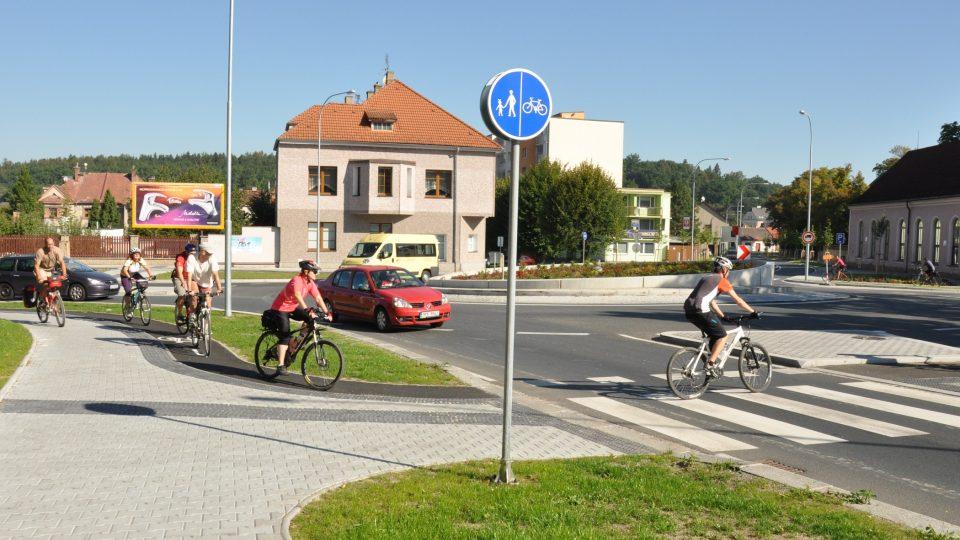 Přejezd pro cyklisty přimknutý k přejezdu pro chodce