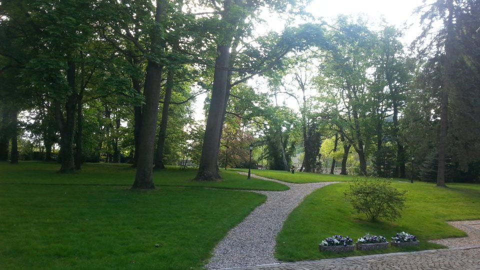 Pokud se na zámek Jablonná vydáte, nezapomeňte se projít také krásně udržovanou zámeckou zahradou