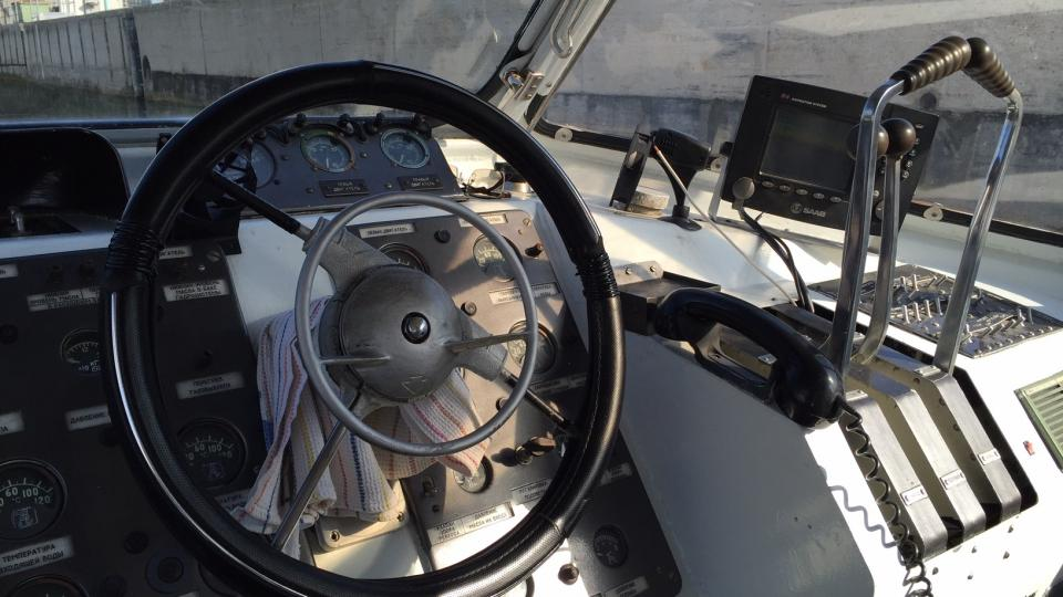 Řídit rychloloď je podle kapitána lehčí než řídit auto