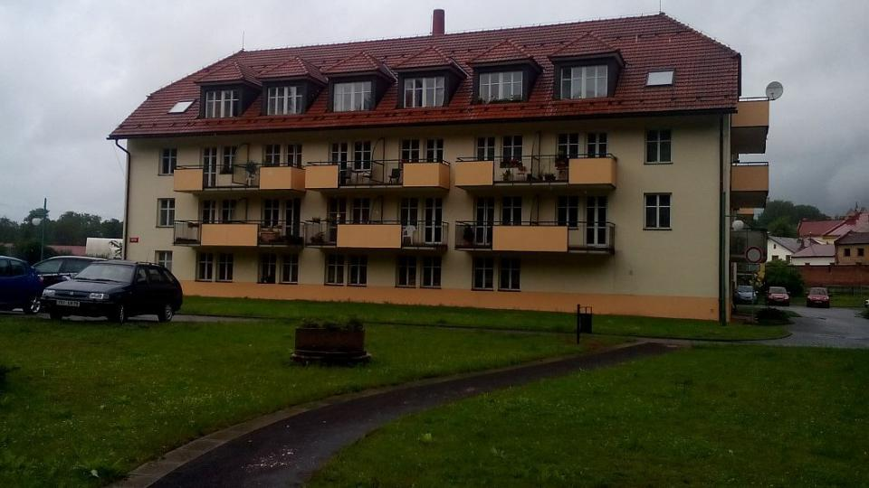 V Hostinném mají venkovní posilovnu pro seniory. je hned pod okny Domu s pečovatelskou službou, který obývá více než pět desítek seniorů