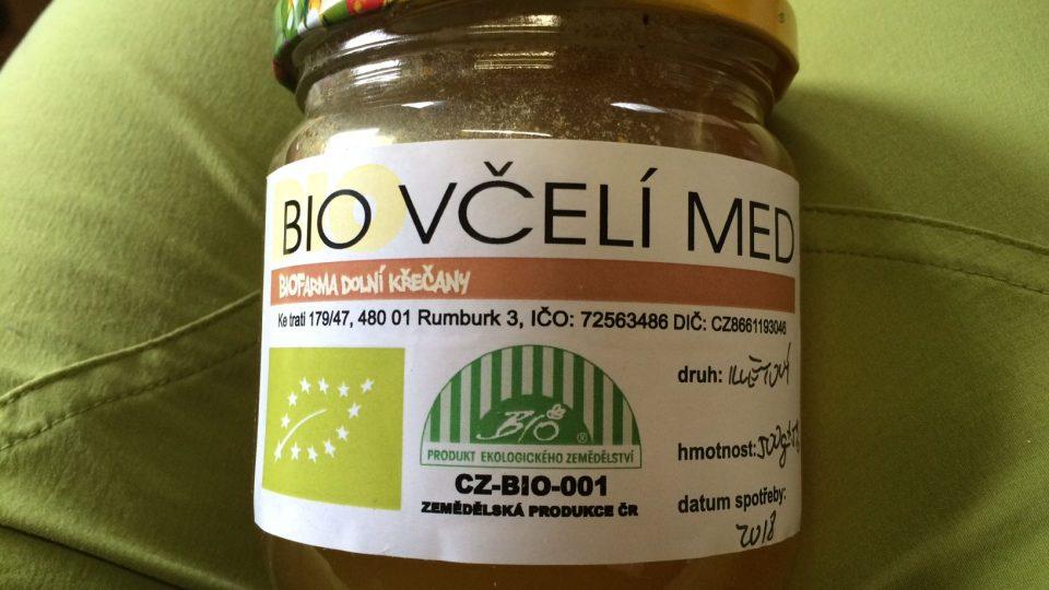 Na biofarmě v Dolních Křečanech vyrábějí bio med. Jako jediní v Česku