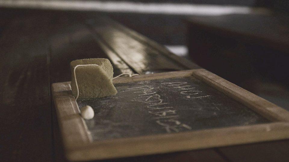I dnes si tu děti mohou vyzkoušet psát na tabulku místo sešitu