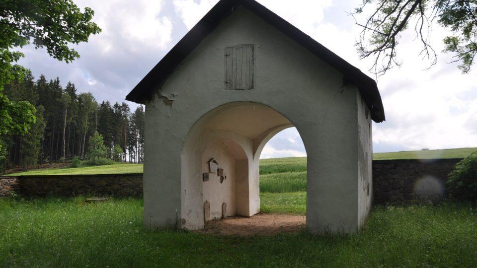 Tady byl dříve uschován židovský pohřební vůz
