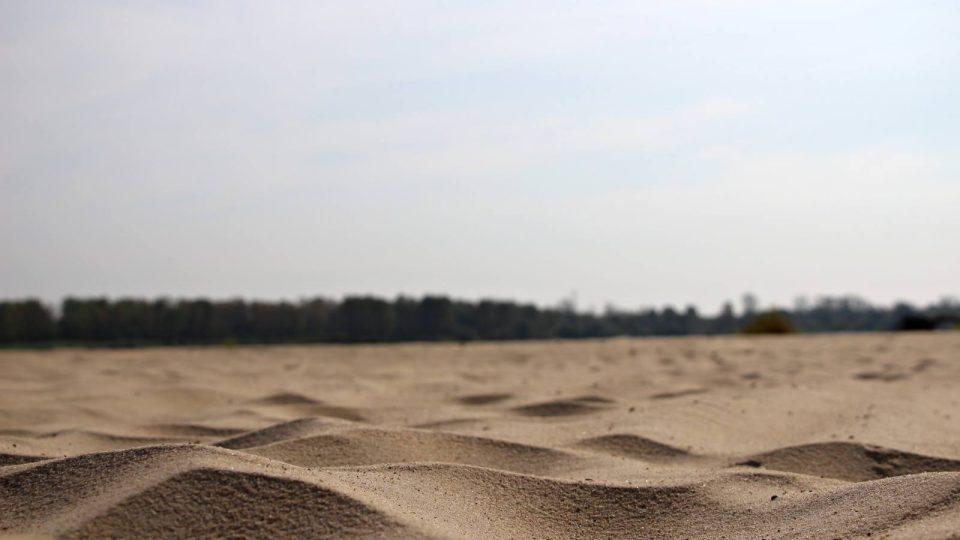 Písčitý břeh řeky Visly