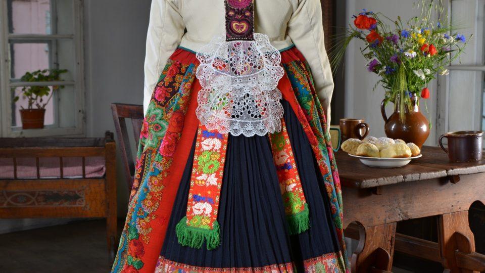 Vdaná žena z Chotěšovska zezadu