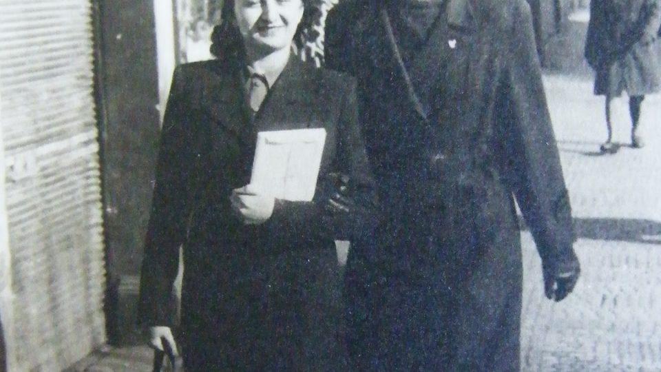 Se setrou Jaroslavou na Václavském náměstí v Praze (1946)