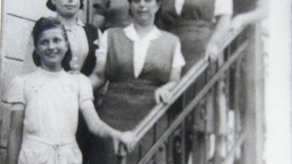 S lidickými ženami, asi v roce 1946