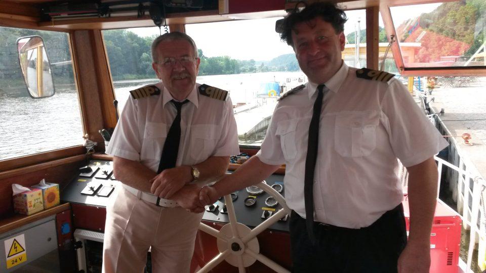Loď Fidelio Mělník a Dalibor Vinklát (vpravo)