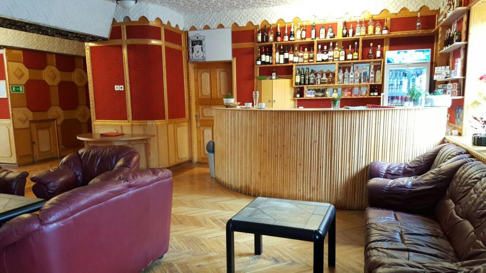 Bar v bývalé hornické osadě Pyramiden