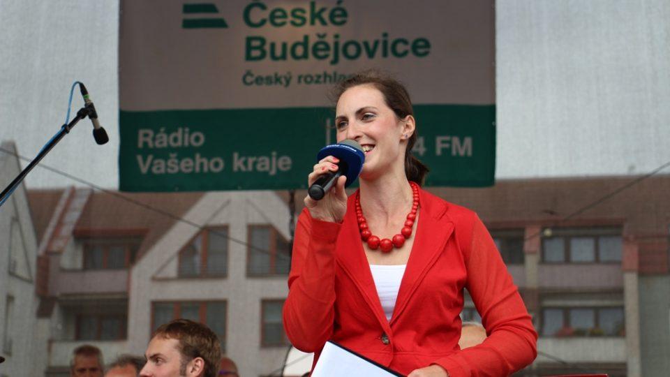 Přímým přenosem Českého rozhlasu České Budějovice z festivalu Kubešova Soběslav provázela moderátorka Kateřina Hálová