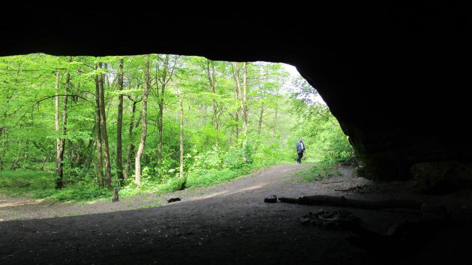 Dnes čas od času poslouží rozlehlá jeskyně v pískovcovém masivu jako nocoviště pro nadšené turisty