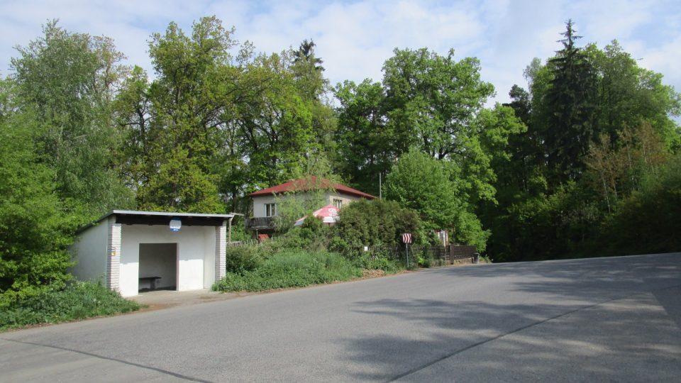 Parkoviště a autobusová zastávka U sedmi trpaslíků