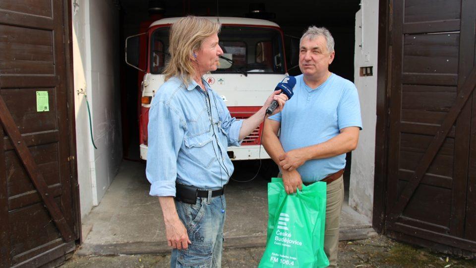 Při předávání cen se hasiči znovu setkali s redaktorem Zdeňkem Zajíčkem