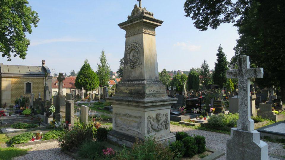 Pomník Magdaleny Dobromily Rettigové na litomyšlském hřbitově