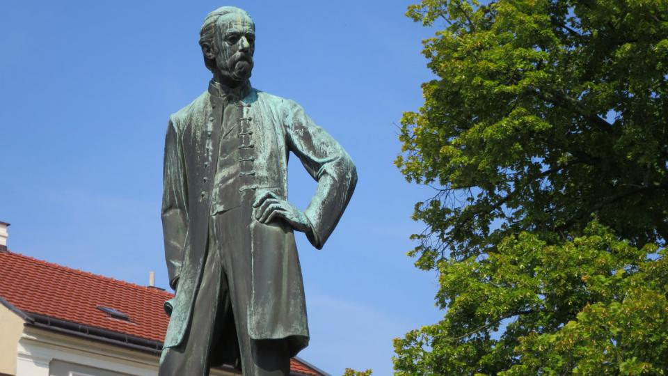 Socha Bedřicha Smetany na litomyšlském náměstí