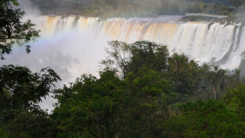 Na argentinské straně jsou vodopády více na dosah ruky