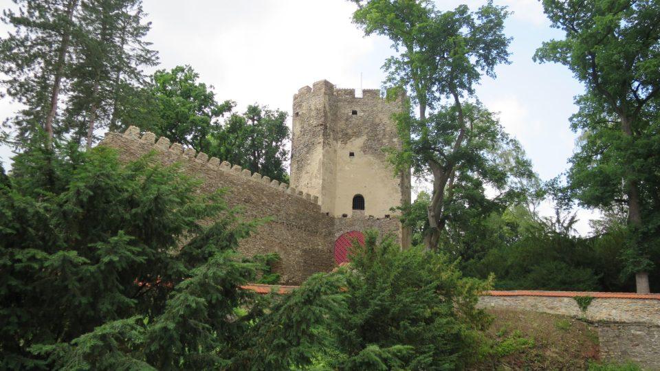 Kolowratská věž byla součástí druhých hradeb gotického hradu ve Zruči