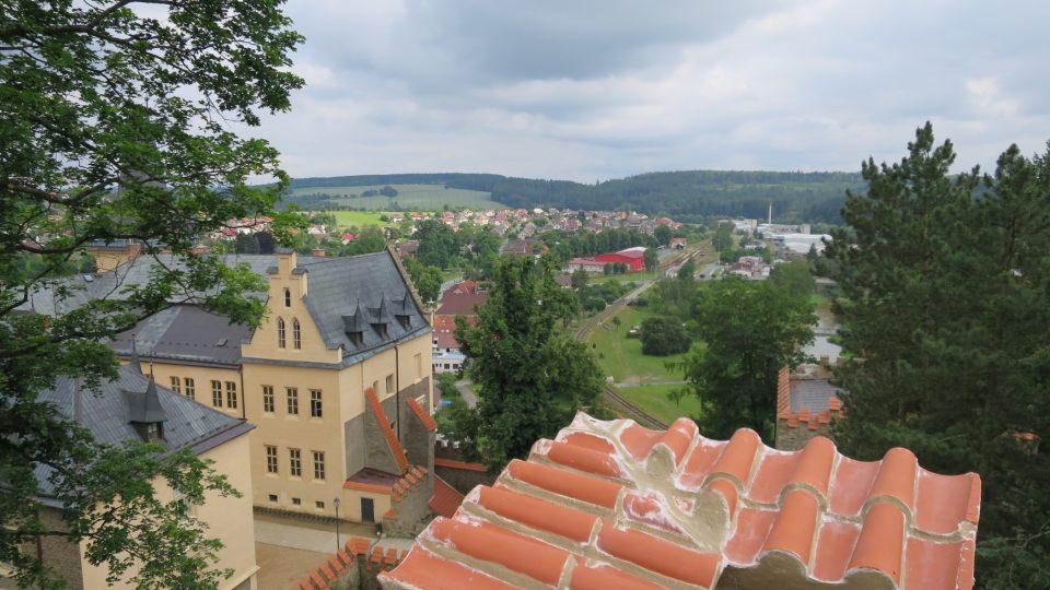 Výhled ze střechy Kolowratské věže na Zruč