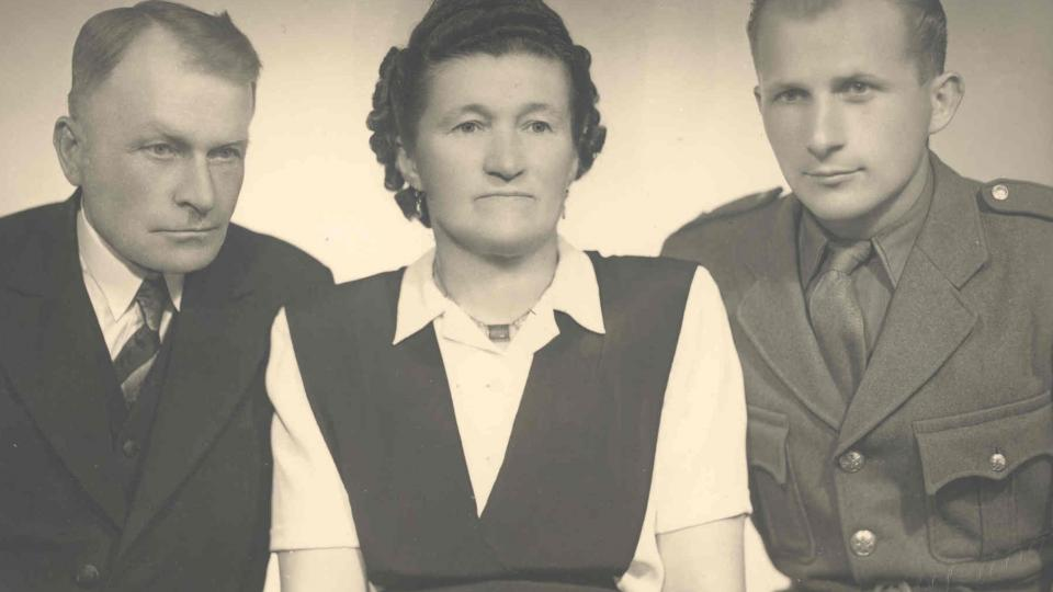 František Wiendl s rodiči, 1947