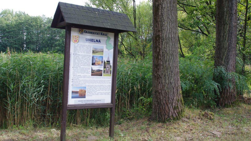 Nejen historie jezera, ale i obce čeká návštěvníky na informačních panelech