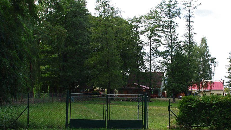 U jezera je i malé tábořiště