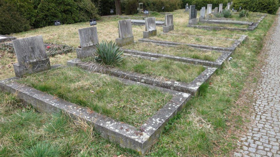 Prázdné hroby na židovském hřbitově