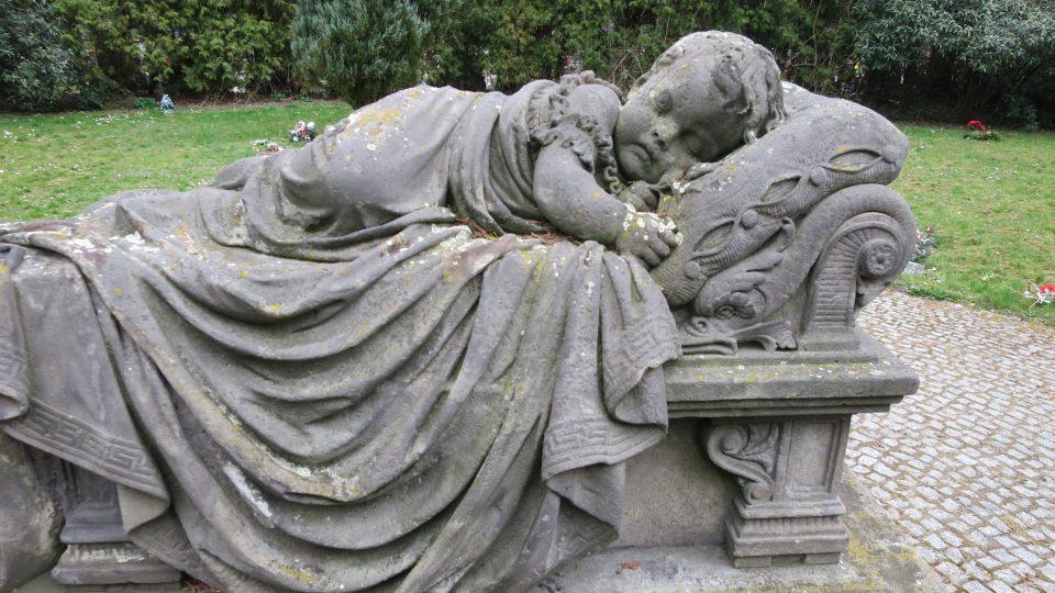 Schnirchův náhrobek dvouleté Aničky
