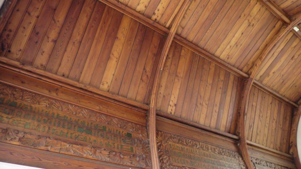 Starozákonní texty na stropě kaple