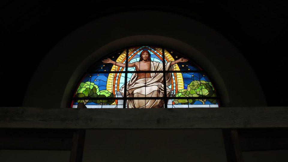 Vitráž nad oltářem