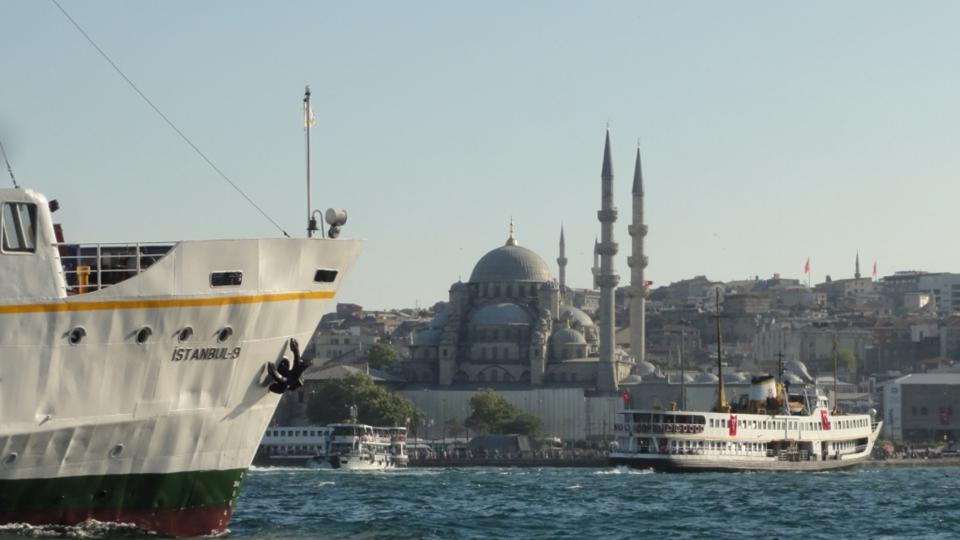 Istanbulské parníky v ústí Zlatého rohu