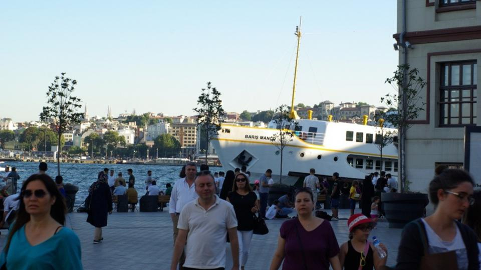 V Karaköy právě přistál parník z Asie