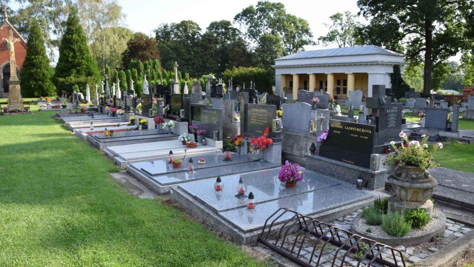 Kunínský hřbitov s hrobkou rodiny Schindlerů