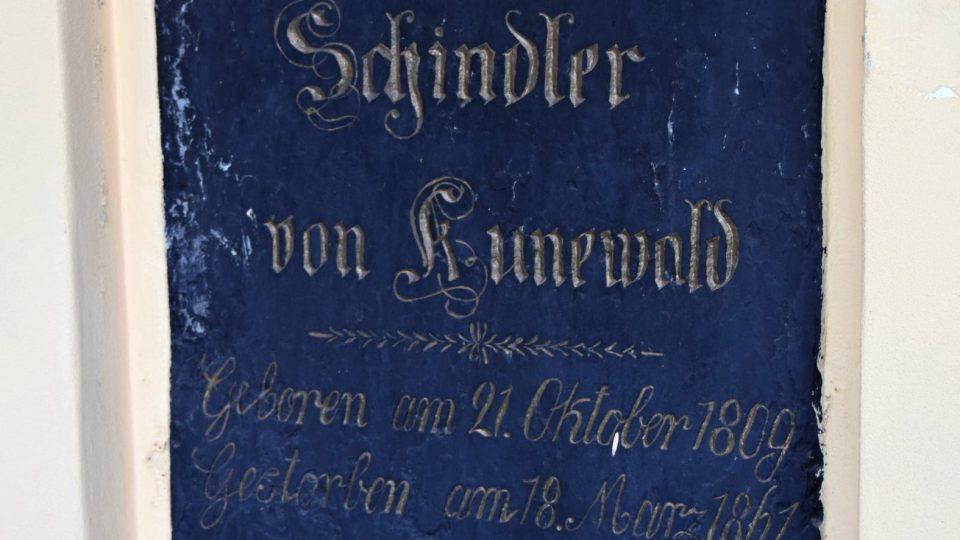 Náhrobní deska Emila Schindlera
