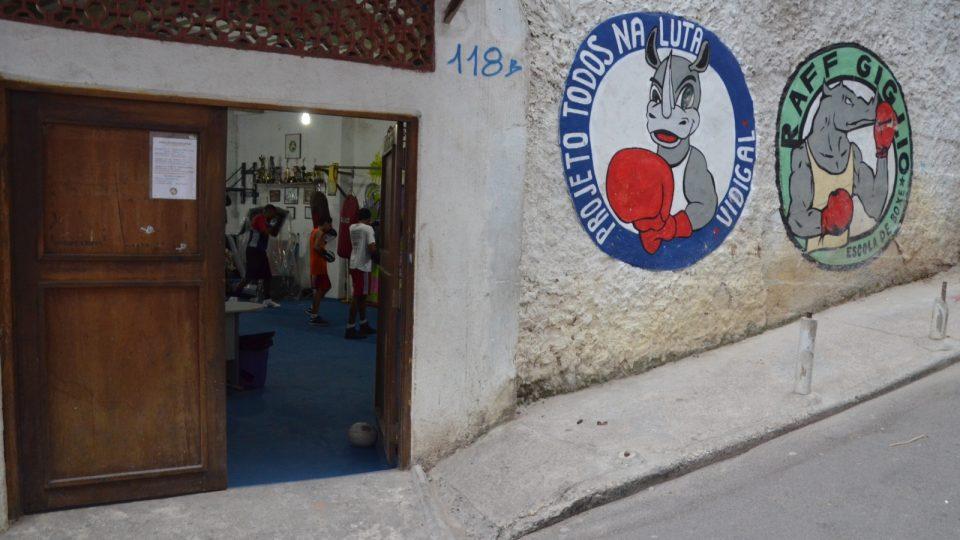 Tady vevnitř se rodí šampioni. Institut Všichni do boje a škola boxu Raffa Giglia