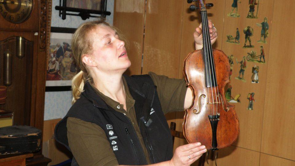 Rozbalování houslařského pokladu