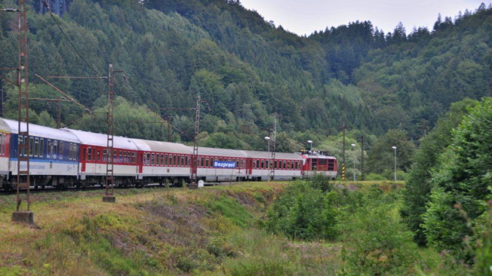 Tudy už vlaky v budoucnu nepojedou, zastávku Bezpráví nahradí tunel