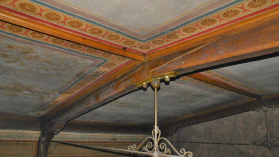 V historické budově nádraží v Ústí nad Orlicí odkryli původní stropy
