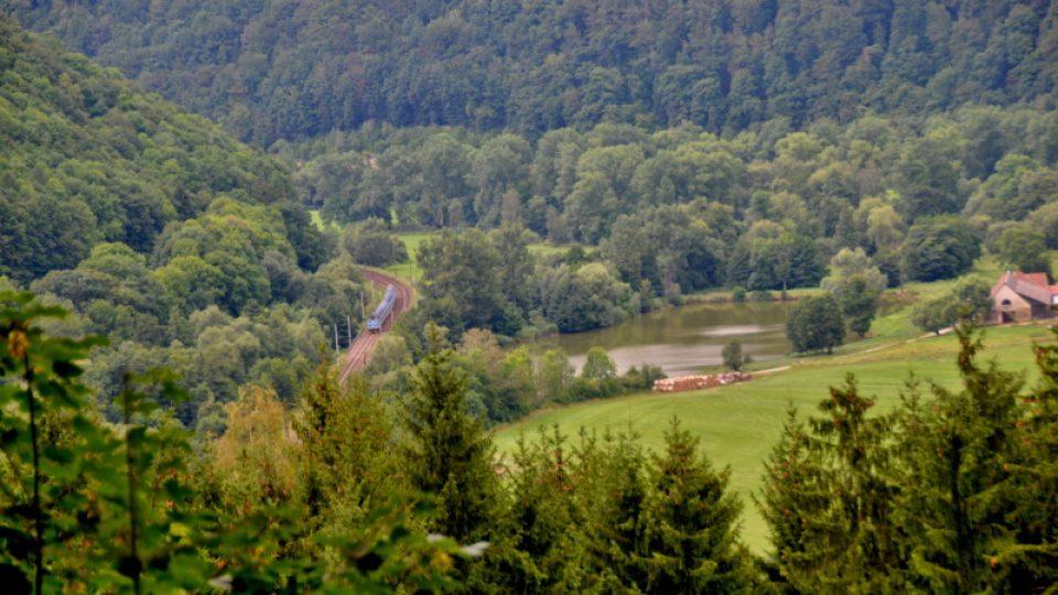 Vlak uprostřed Údolí Tiché orlice