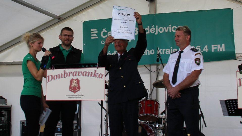 Oslava pro hasiče z Jámy, kteří vyhráli jihočeské kolo soutěže Dobráci roku