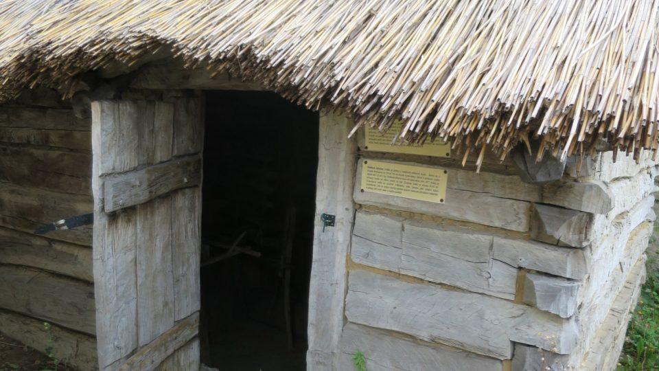 Replika slovanské polozemnice