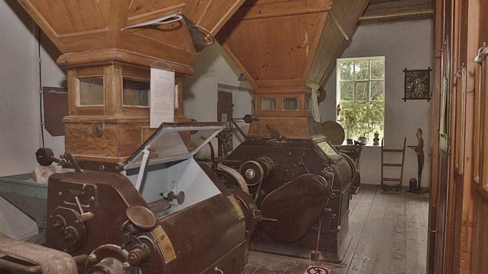 Mlecí zařízení z roku 1930