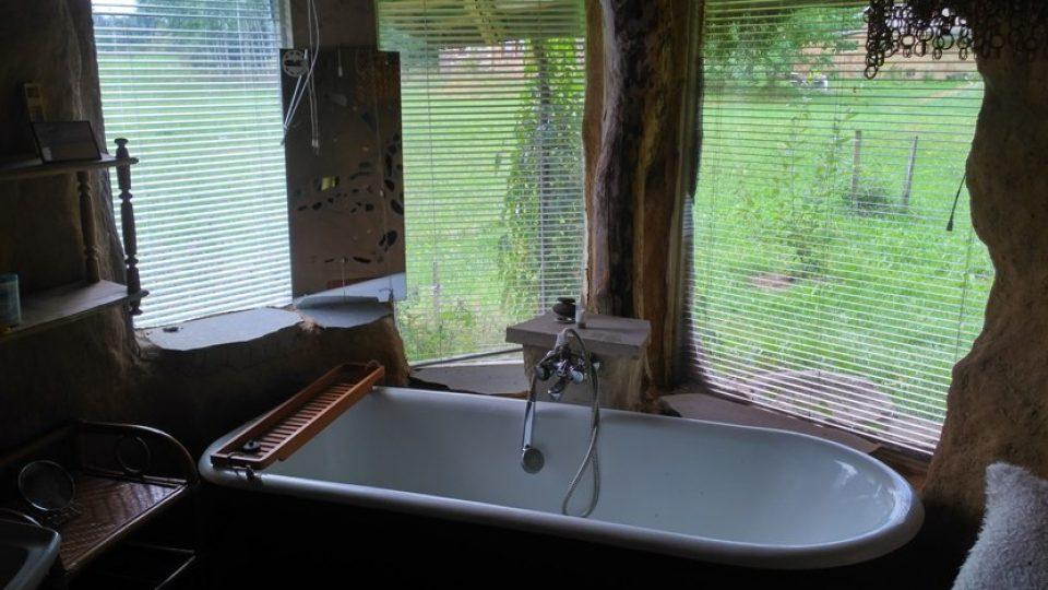Slamák má i koupelnu, s luxusní vyhlídkou