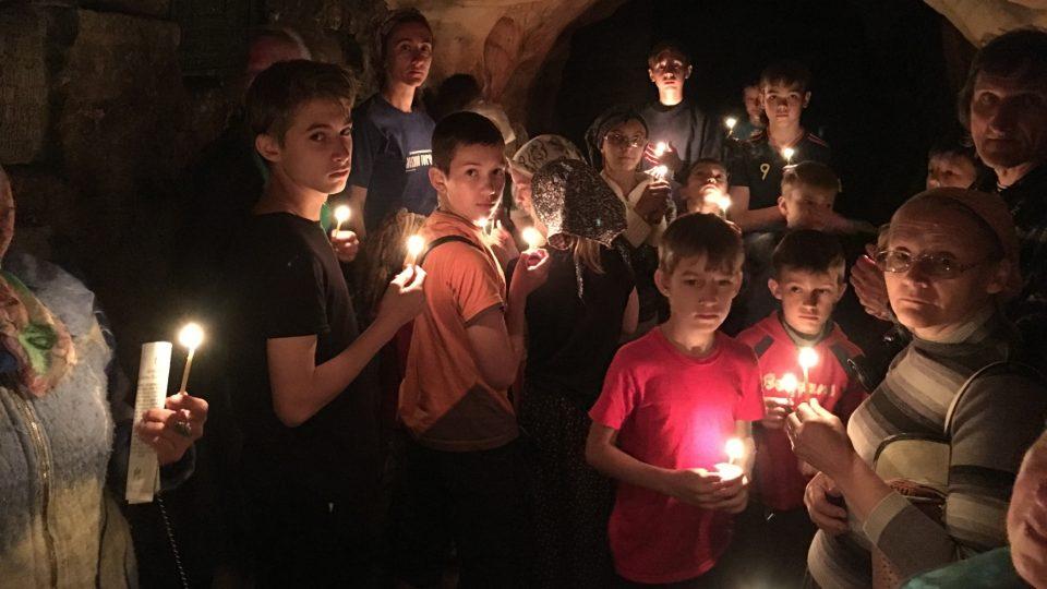 Jeskyně vytvořila podzemní řeka a upravili mniši